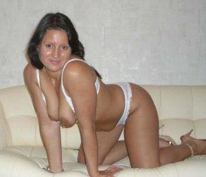 Проститутка Рената с выездом по Москве рядом с метро Международная в возрасте 37