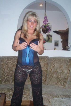 Проститутка Арина с выездом по Москве рядом с метро Полянка в возрасте 40