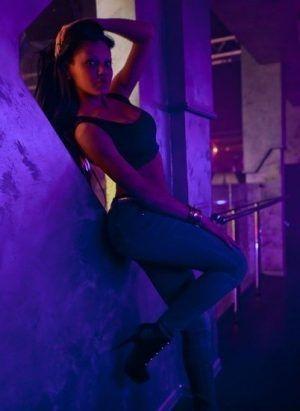 Проститутка Неля с секс услугами в Москве