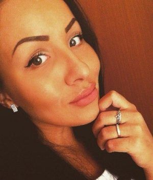 Проститутка Регина с выездом по Москве рядом с метро Новогиреево в возрасте 21